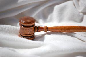 Pomoc prawna wciąż niewystarczająca