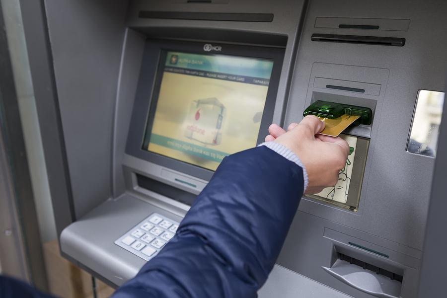 Wypłata gotówki z bankomatu
